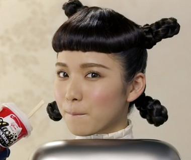 ユニークなヘアスタイルの松岡茉優